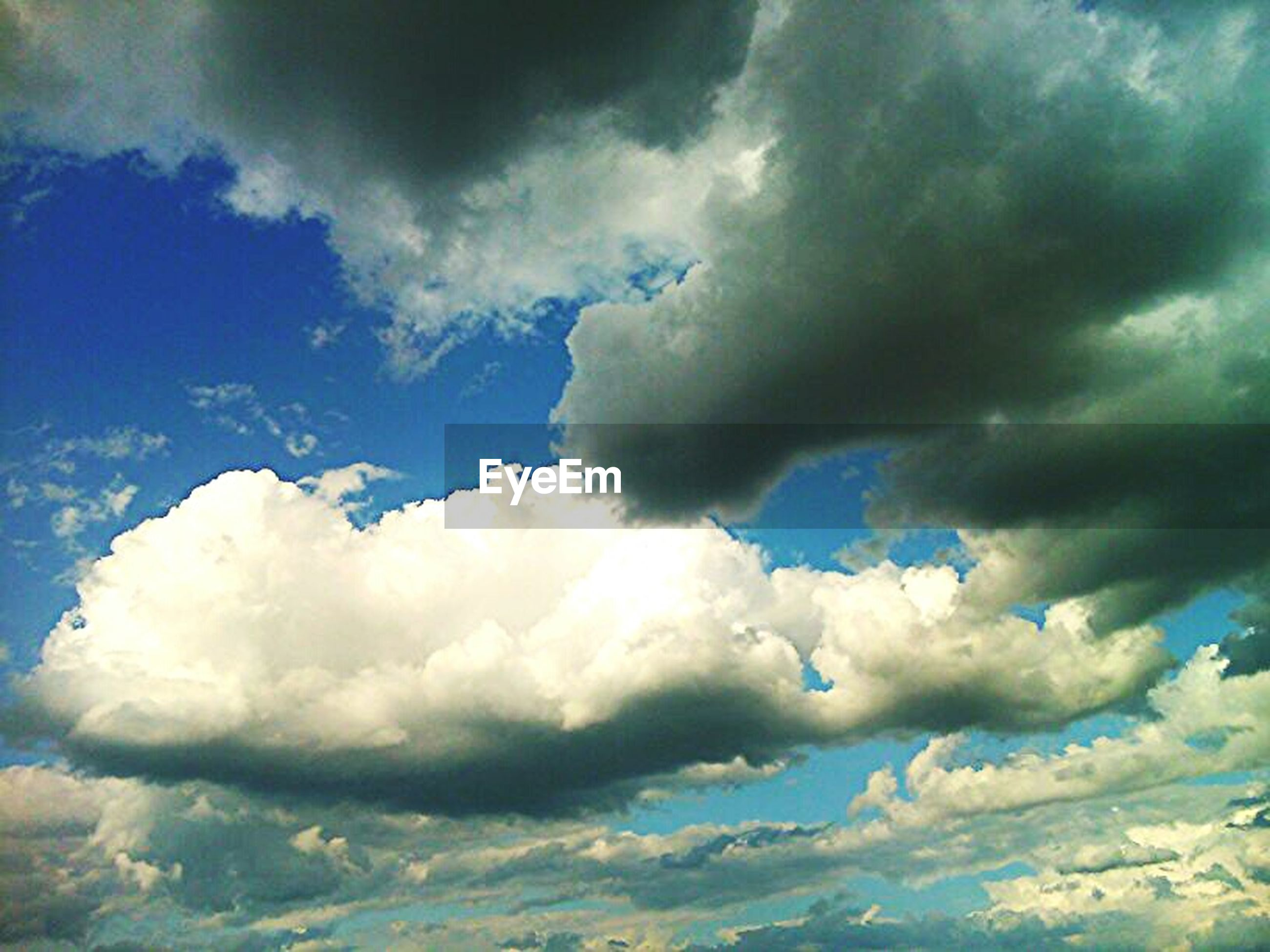 sky, cloud - sky, cloudy, low angle view, weather, beauty in nature, scenics, tranquility, tranquil scene, nature, cloudscape, cloud, blue, overcast, sky only, white color, idyllic, day, outdoors, storm cloud
