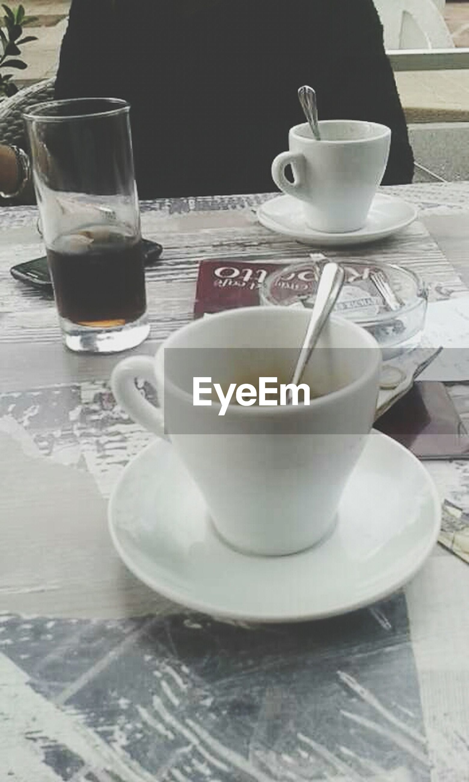 drink, food and drink, coffee cup, refreshment, table, saucer, coffee - drink, indoors, freshness, coffee, cup, still life, frothy drink, spoon, beverage, tea cup, close-up, cappuccino, high angle view, tea - hot drink