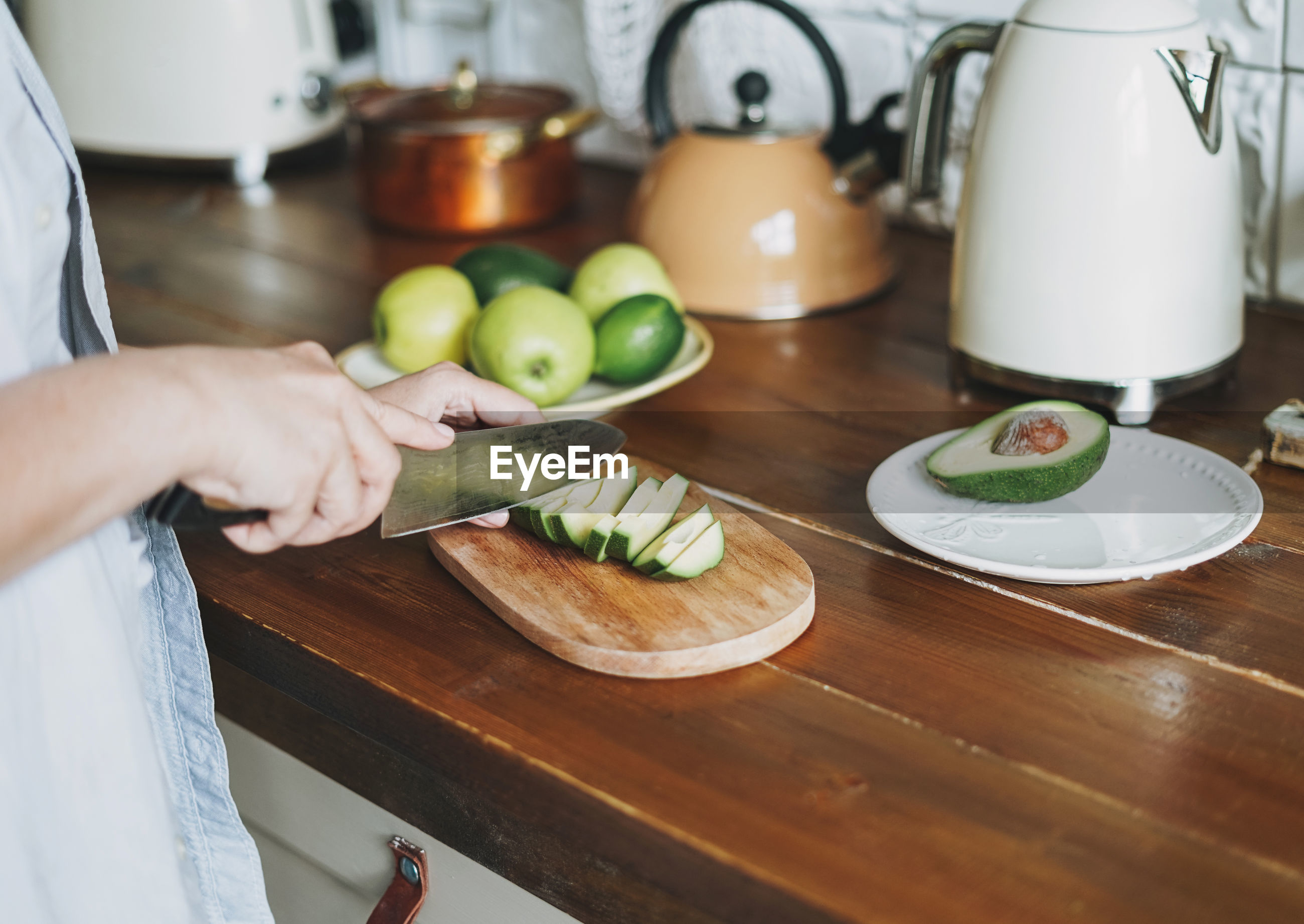 MIDSECTION OF PERSON PREPARING FOOD AT HOME