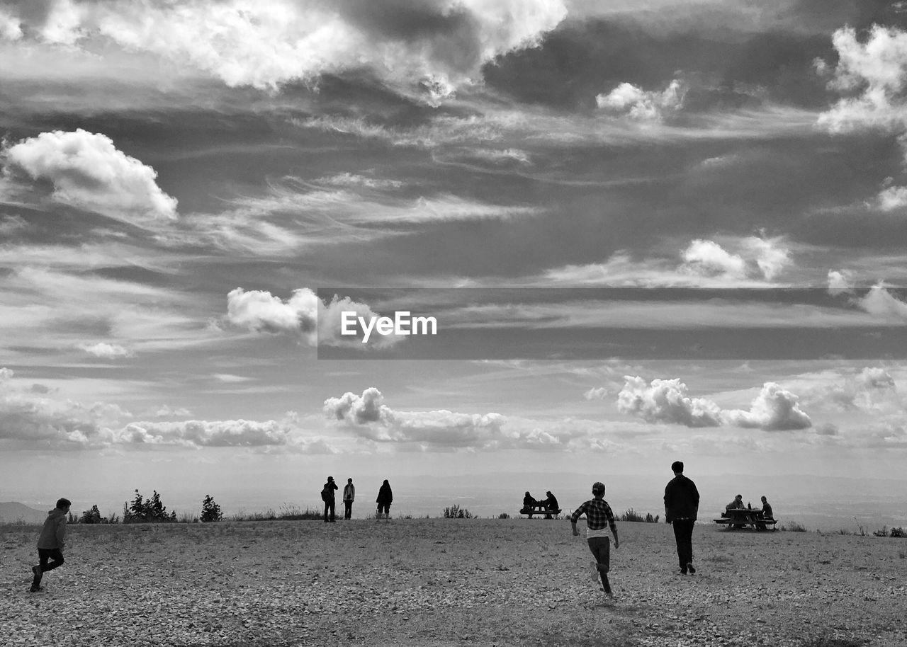 sky, cloud - sky, real people, nature, men, large group of people, outdoors, scenics, beauty in nature, lifestyles, women, leisure activity, day, field, landscape, vacations, beach, adult, people