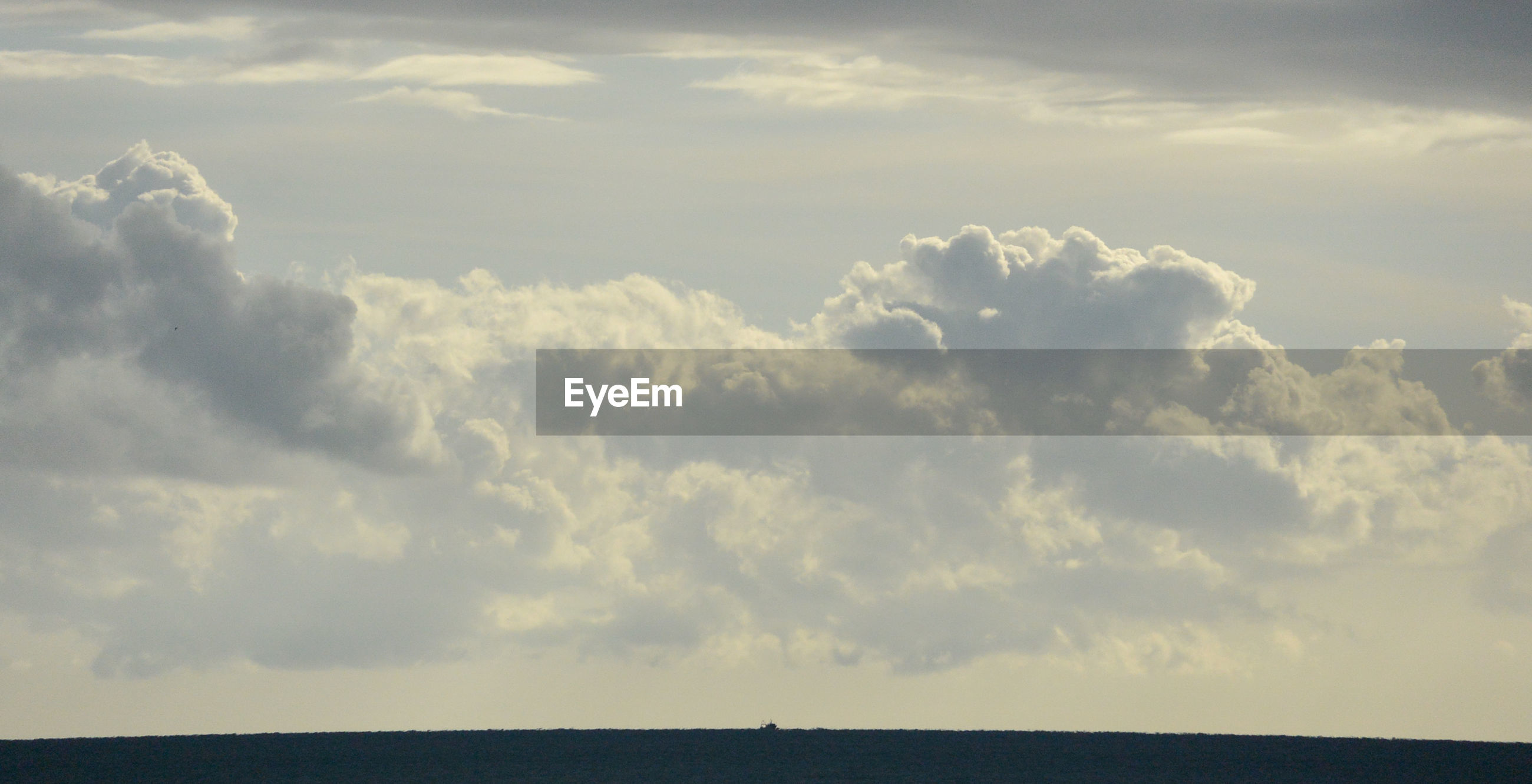Scenic view of cloudscape over sea against sky