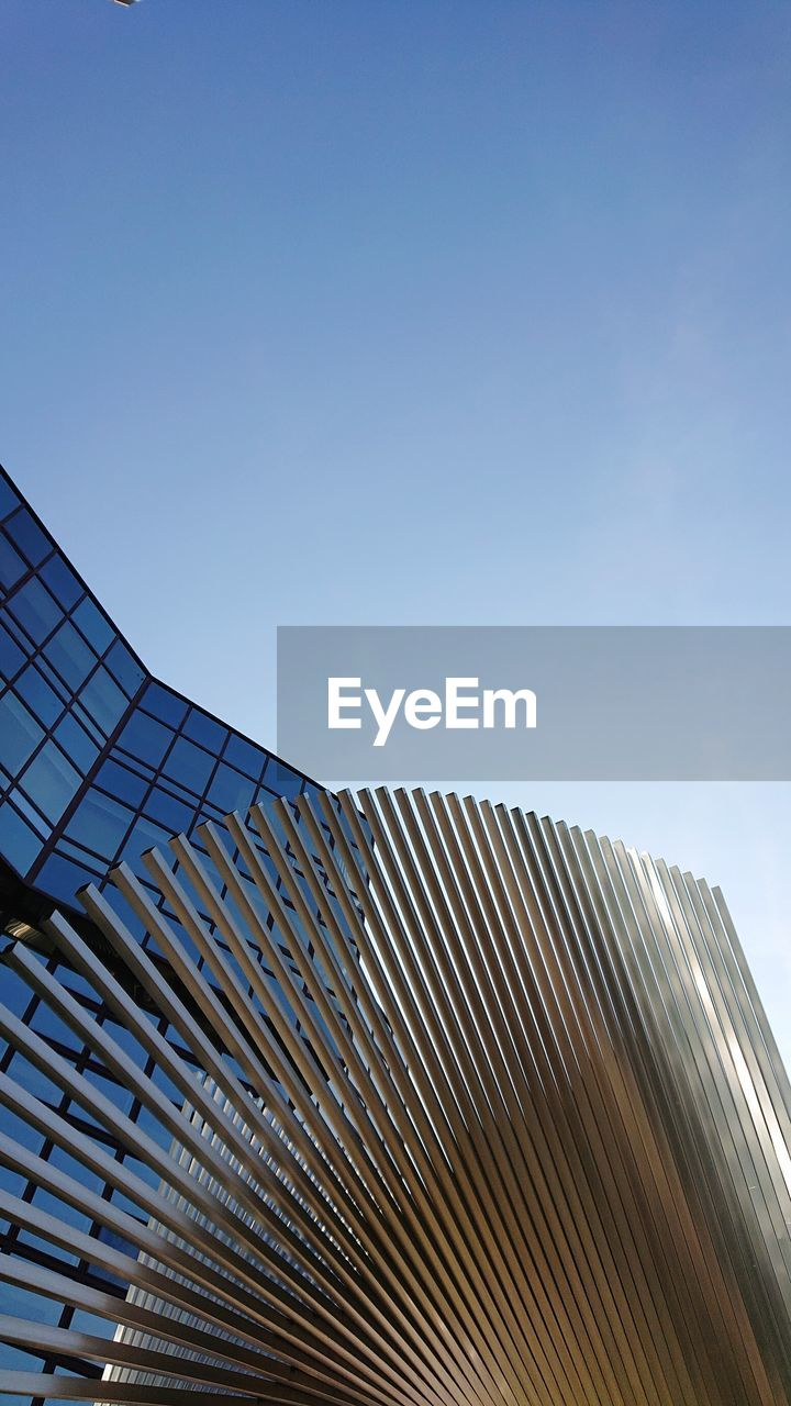 sky, architecture, built structure, low angle view, building exterior, copy space, building, clear sky, no people, modern, city, nature, day, office, office building exterior, sunlight, pattern, blue, outdoors, tall - high, skyscraper, glass, place
