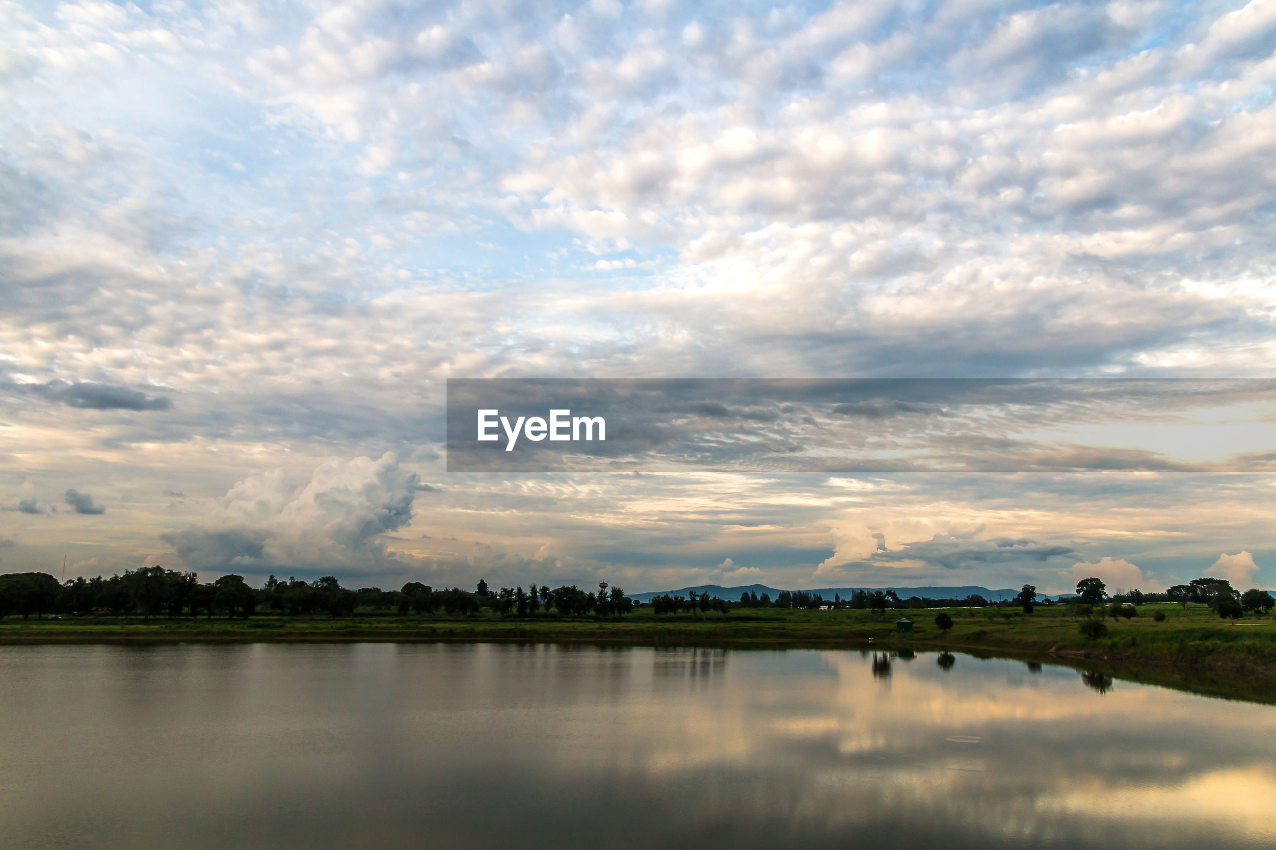 PANORAMIC VIEW OF RIVER AGAINST SKY