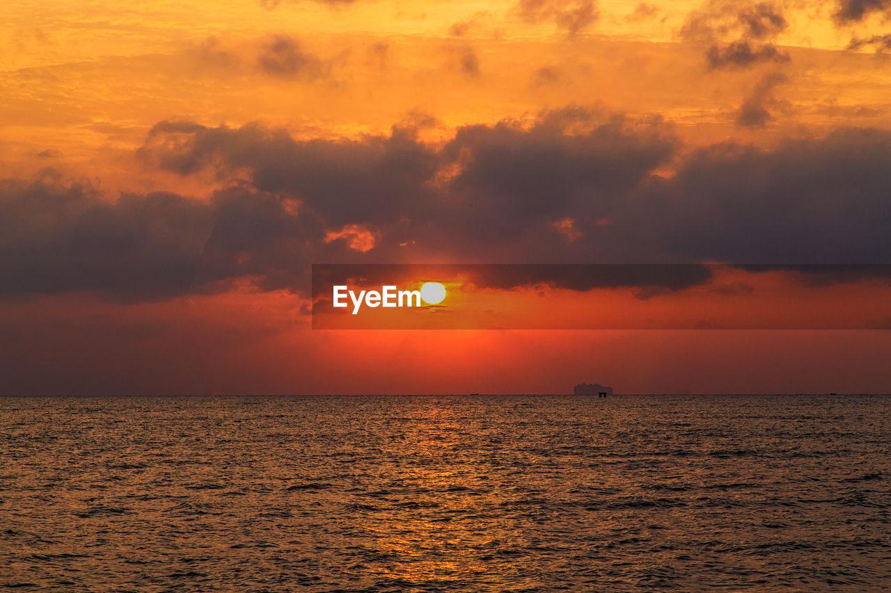 sky, sunset, beauty in nature, scenics - nature, orange color, tranquil scene, tranquility, sea, water, horizon over water, cloud - sky, waterfront, sun, idyllic, horizon, no people, nature, non-urban scene, outdoors, romantic sky