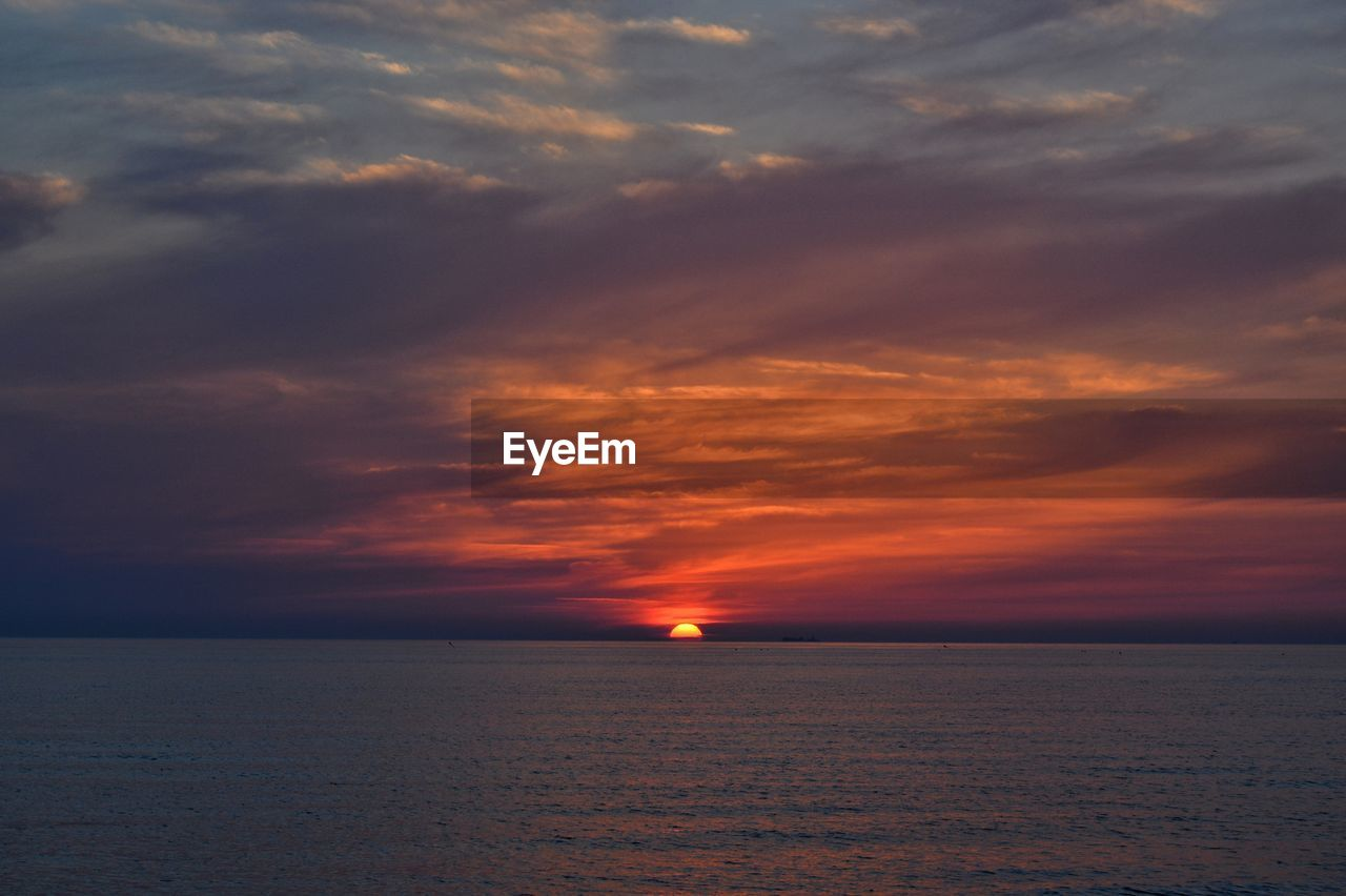 sky, cloud - sky, sea, scenics - nature, sunset, beauty in nature, horizon over water, horizon, water, tranquility, tranquil scene, orange color, nature, idyllic, waterfront, no people, sun, non-urban scene, dramatic sky