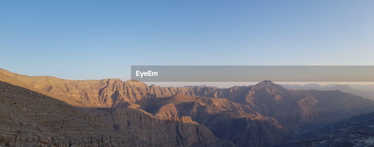 PANORAMIC VIEW OF MOUNTAIN RANGE