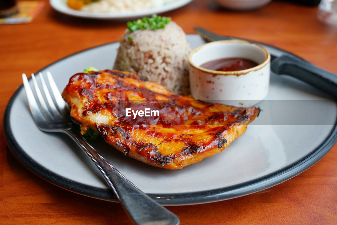 food and drink, plate, food, table, ready-to-eat, freshness, eating utensil, fork, kitchen utensil, serving size, still life, indoors, close-up, meat, barbecue, grilled, indulgence, no people, healthy eating, focus on foreground, temptation, table knife
