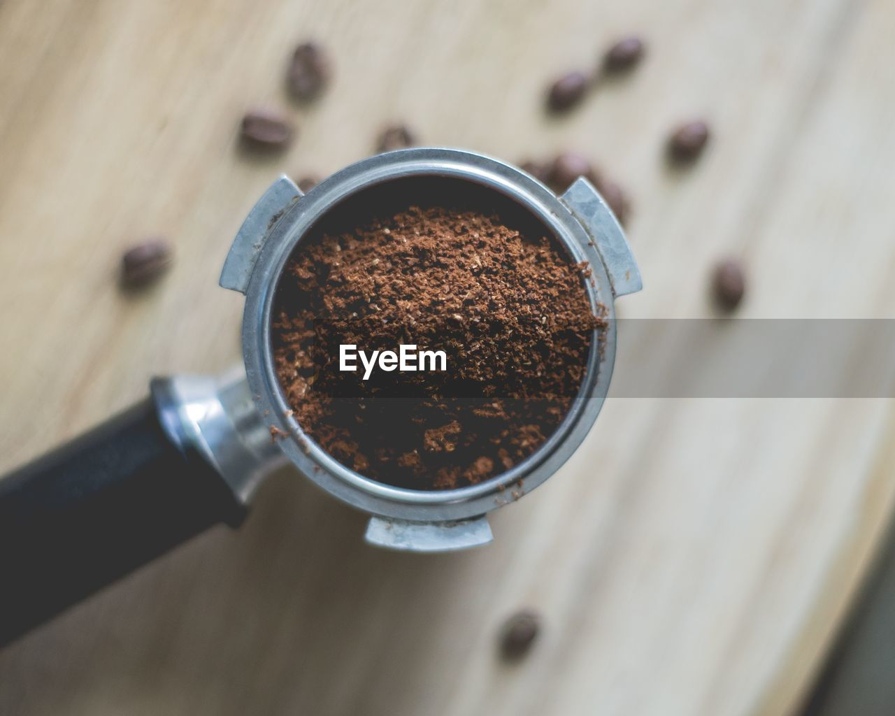 food and drink, ground coffee, freshness, table, close-up, high angle view, coffee, drink, indoors, coffee - drink, food, brown, still life, focus on foreground, refreshment, no people, wood - material, directly above, selective focus, cup, caffeine, non-alcoholic beverage
