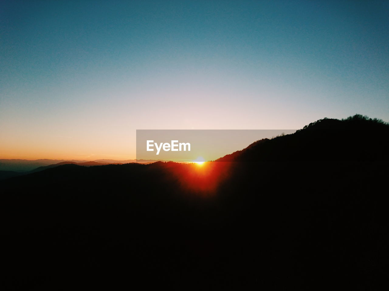 silhouette, sunset, nature, clear sky, landscape, copy space, sun, tranquil scene, mountain, tranquility, beauty in nature, scenics, sunlight, no people, sky, outdoors