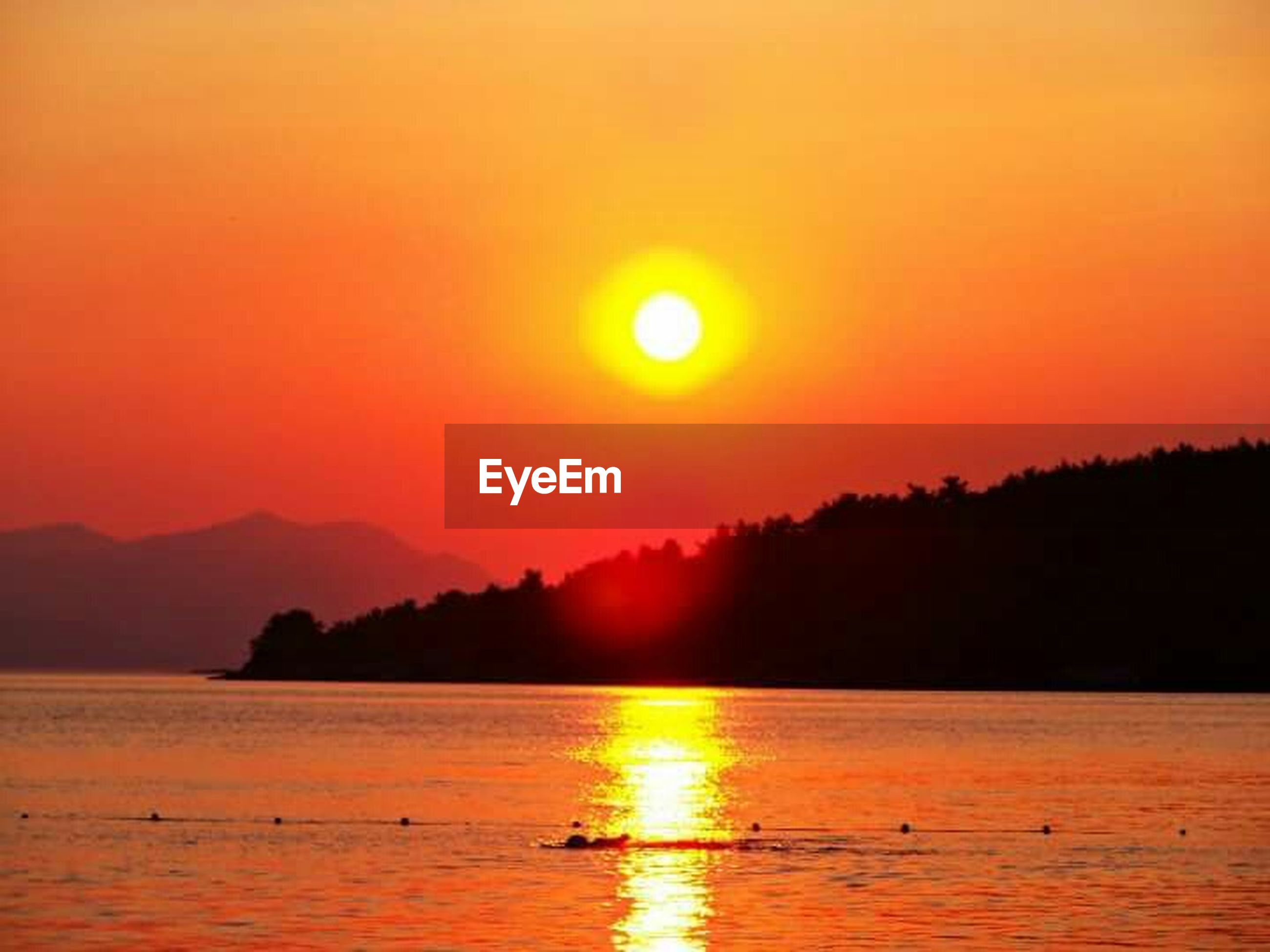sunset, water, sun, orange color, scenics, tranquil scene, silhouette, reflection, tranquility, beauty in nature, mountain, idyllic, lake, nature, waterfront, sky, nautical vessel, river, sunlight, non-urban scene