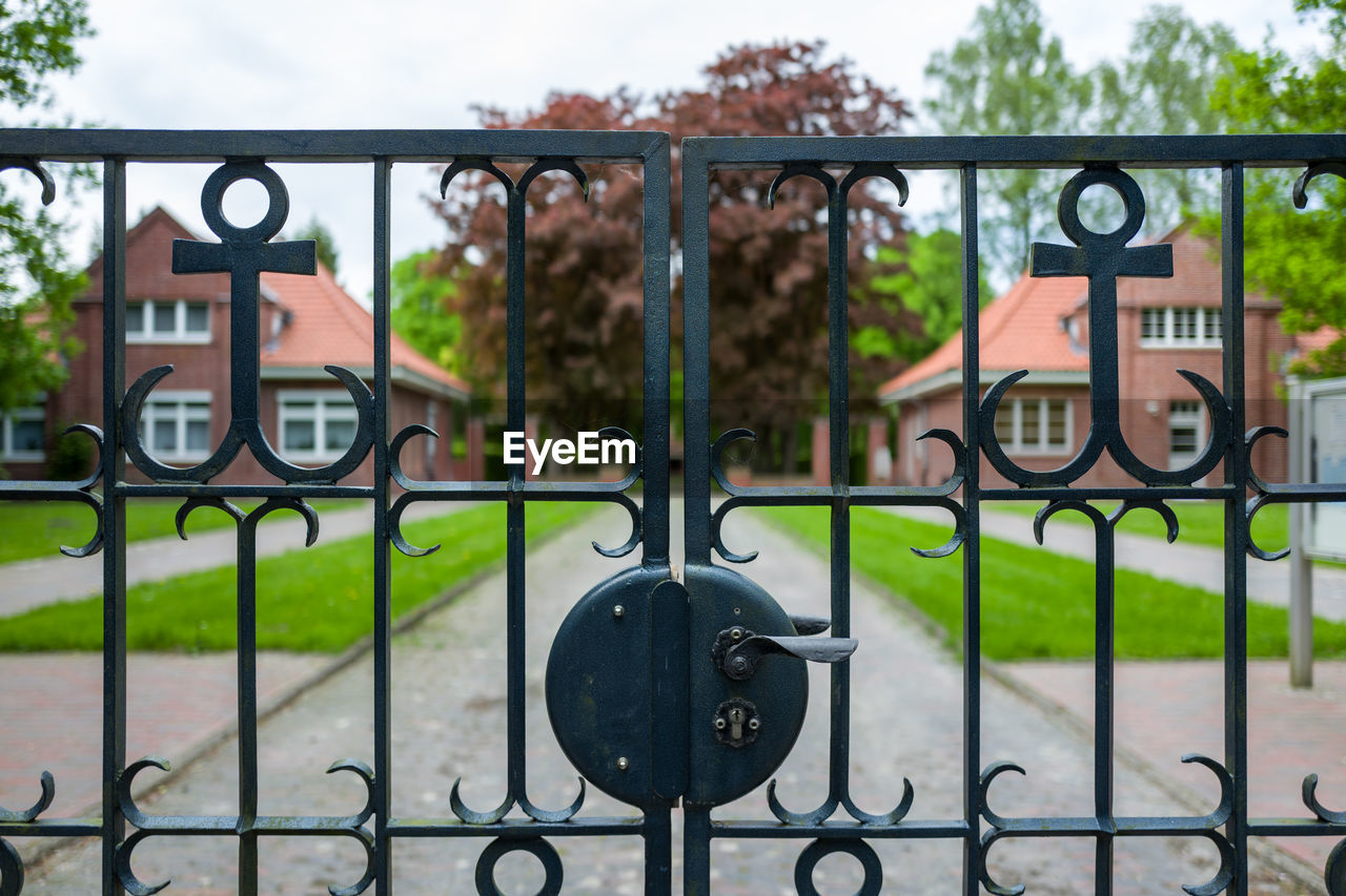 metal, gate, fence, safety, architecture, security, day, barrier, wrought iron, boundary, protection, focus on foreground, railing, lock, no people, iron - metal, built structure, outdoors, close-up, nature, closed, iron