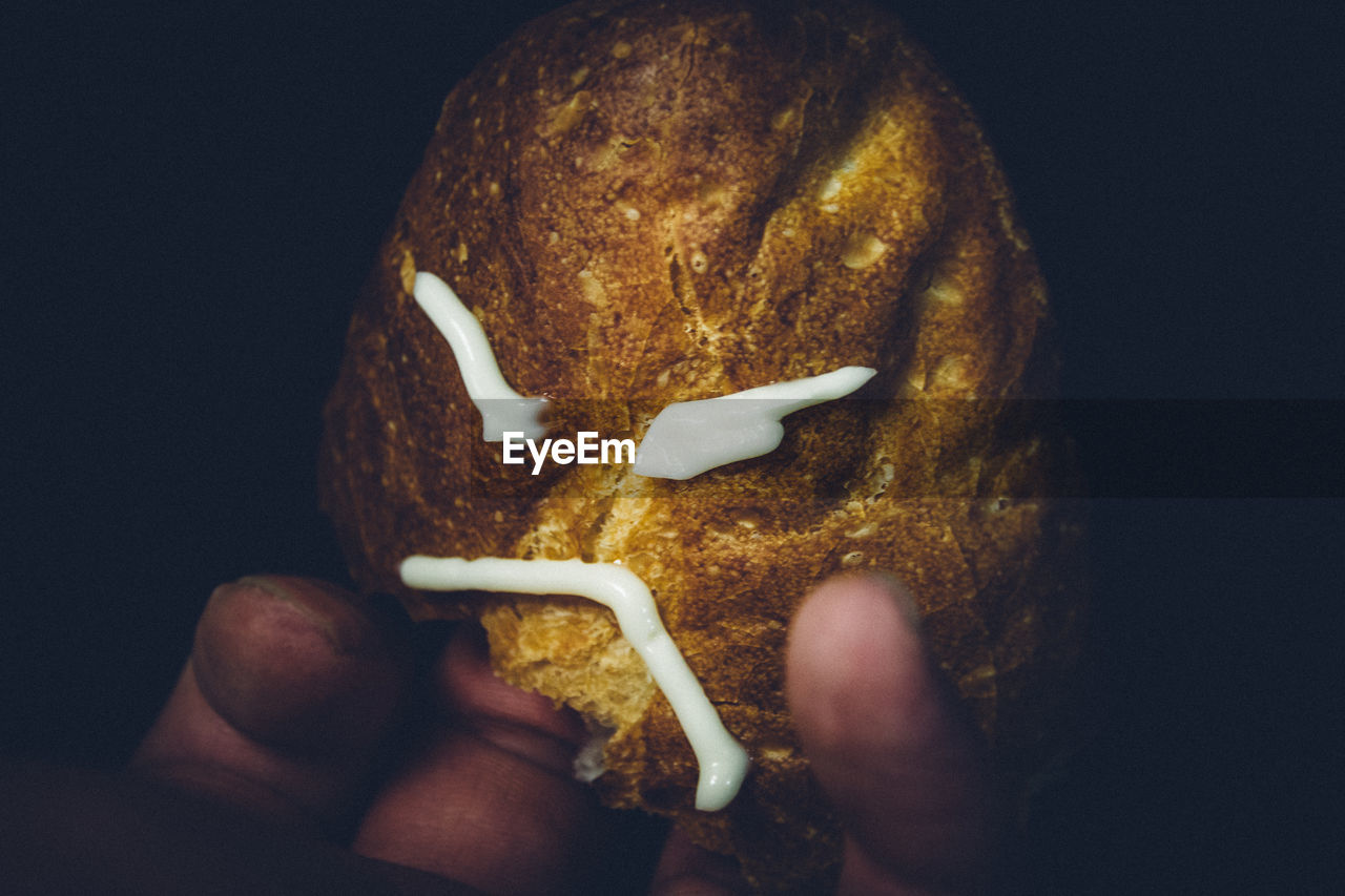 human hand, holding, food, food and drink, human body part, real people, one person, indoors, night, close-up, studio shot, ready-to-eat, black background, freshness, people