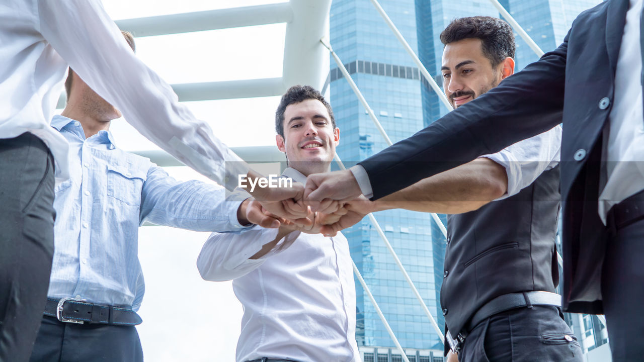 cooperation, men, teamwork, businessman, business, males, business person, corporate business, occupation, office, standing, coworker, colleague, white collar worker, adult, professional occupation, young men, young adult, well-dressed, handshake, formal businesswear