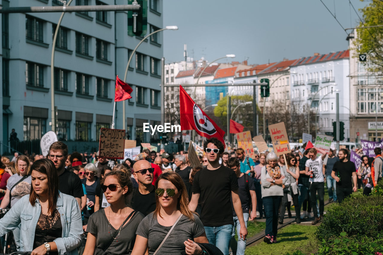 GROUP OF PEOPLE AGAINST BUILDINGS AT CITY