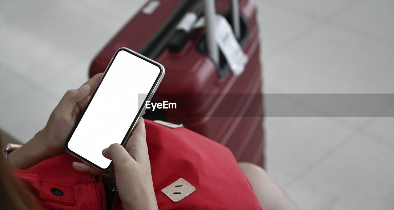 wireless technology, mobile phone, communication, smart phone, technology, portable information device, holding, connection, real people, red, using phone, telephone, human hand, hand, one person, focus on foreground, portability, lifestyles, text messaging, human body part, finger, blank
