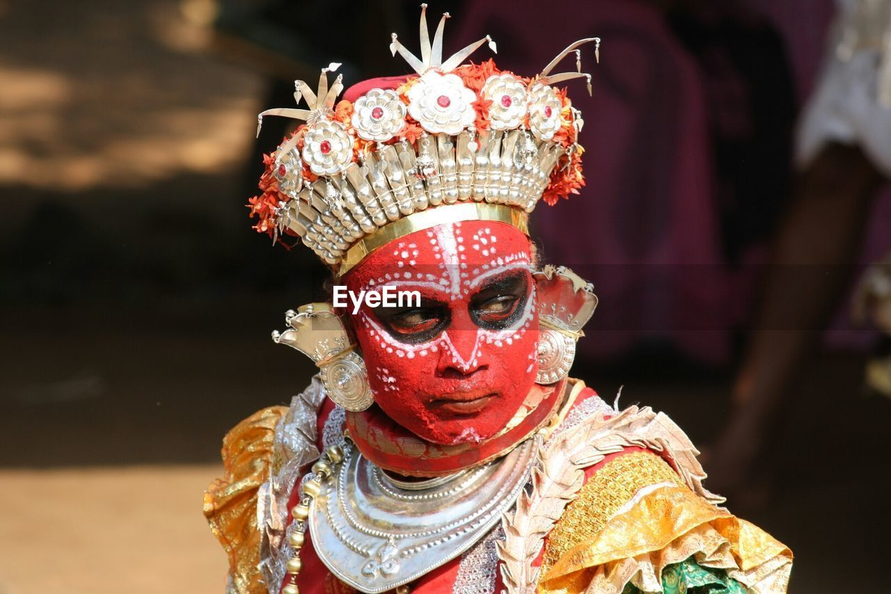 costume, mask - disguise, carnival - celebration event, focus on foreground, real people, venetian mask, carnival, celebration, traditional festival, arts culture and entertainment, cultures, one person, performance, leisure activity, dancer, stage costume, performing arts event, disguise, day, outdoors, clown, close-up, people