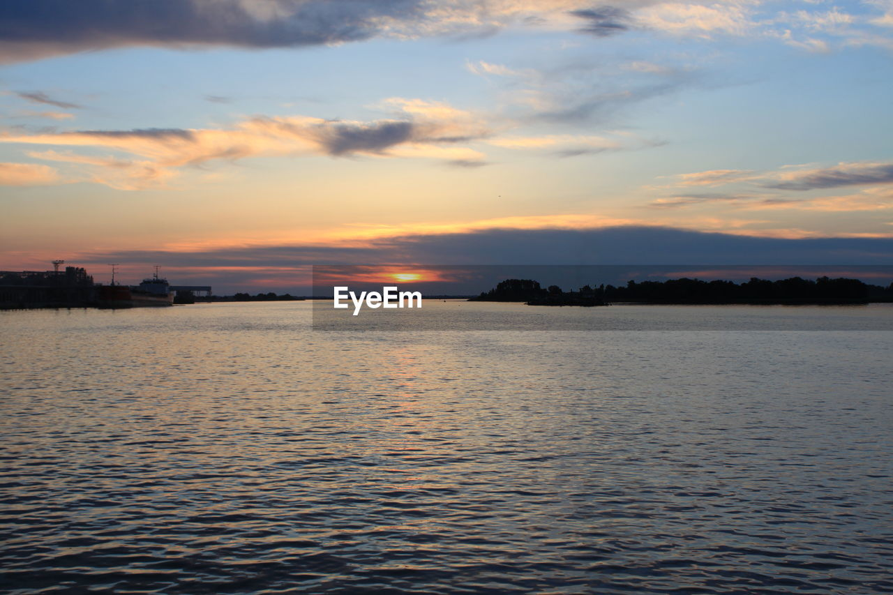 sunset, water, sky, beauty in nature, nature, scenics, tranquility, no people, tranquil scene, cloud - sky, sea, outdoors, rippled, waterfront, day