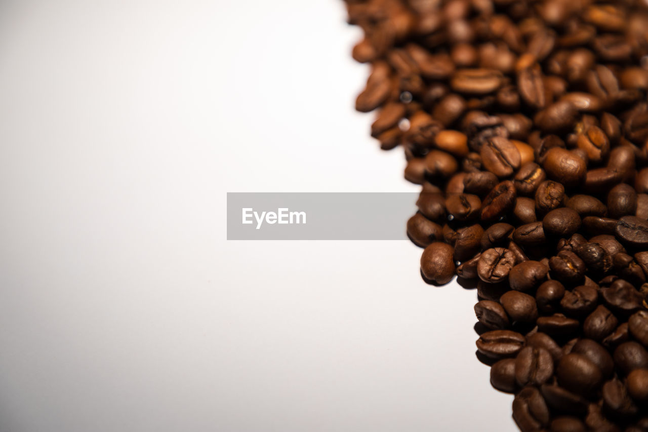 still life, indoors, food and drink, large group of objects, coffee - drink, studio shot, coffee, brown, white background, roasted coffee bean, no people, close-up, copy space, food, freshness, roasted, abundance, selective focus, coffee bean, heap, caffeine