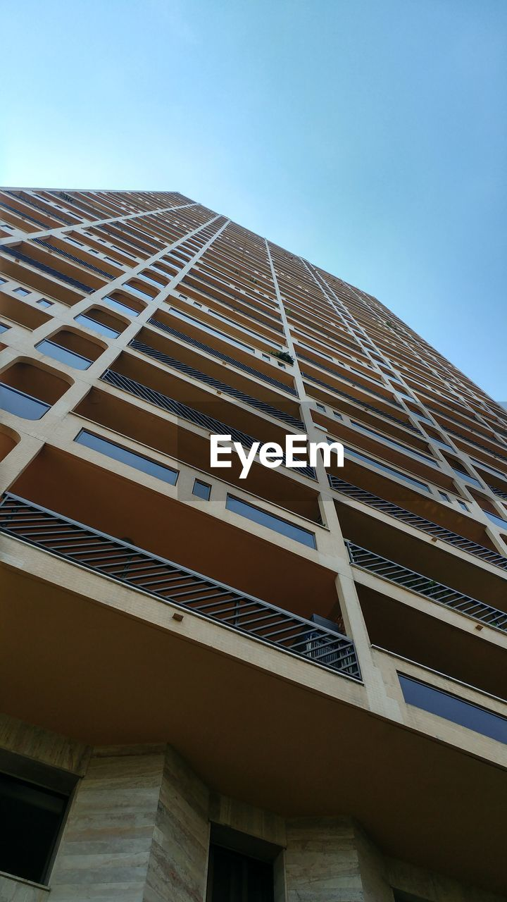 low angle view, architecture, built structure, building exterior, sky, building, clear sky, no people, nature, day, window, office building exterior, city, blue, modern, outdoors, office, tall - high, copy space, sunlight, skyscraper, directly below, apartment