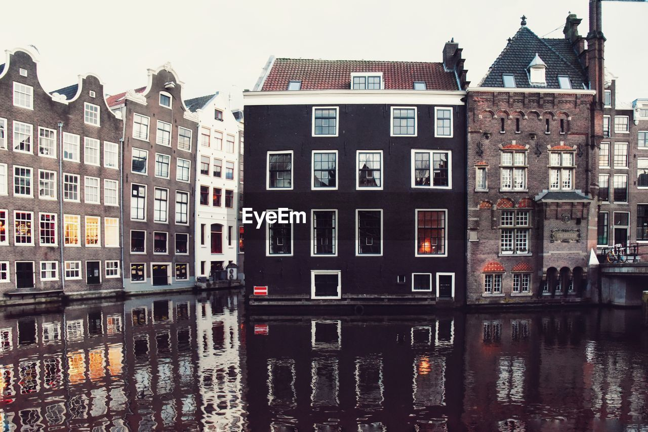 building exterior, built structure, architecture, building, residential district, window, waterfront, reflection, water, city, house, no people, nature, canal, day, sky, outdoors, row house, apartment