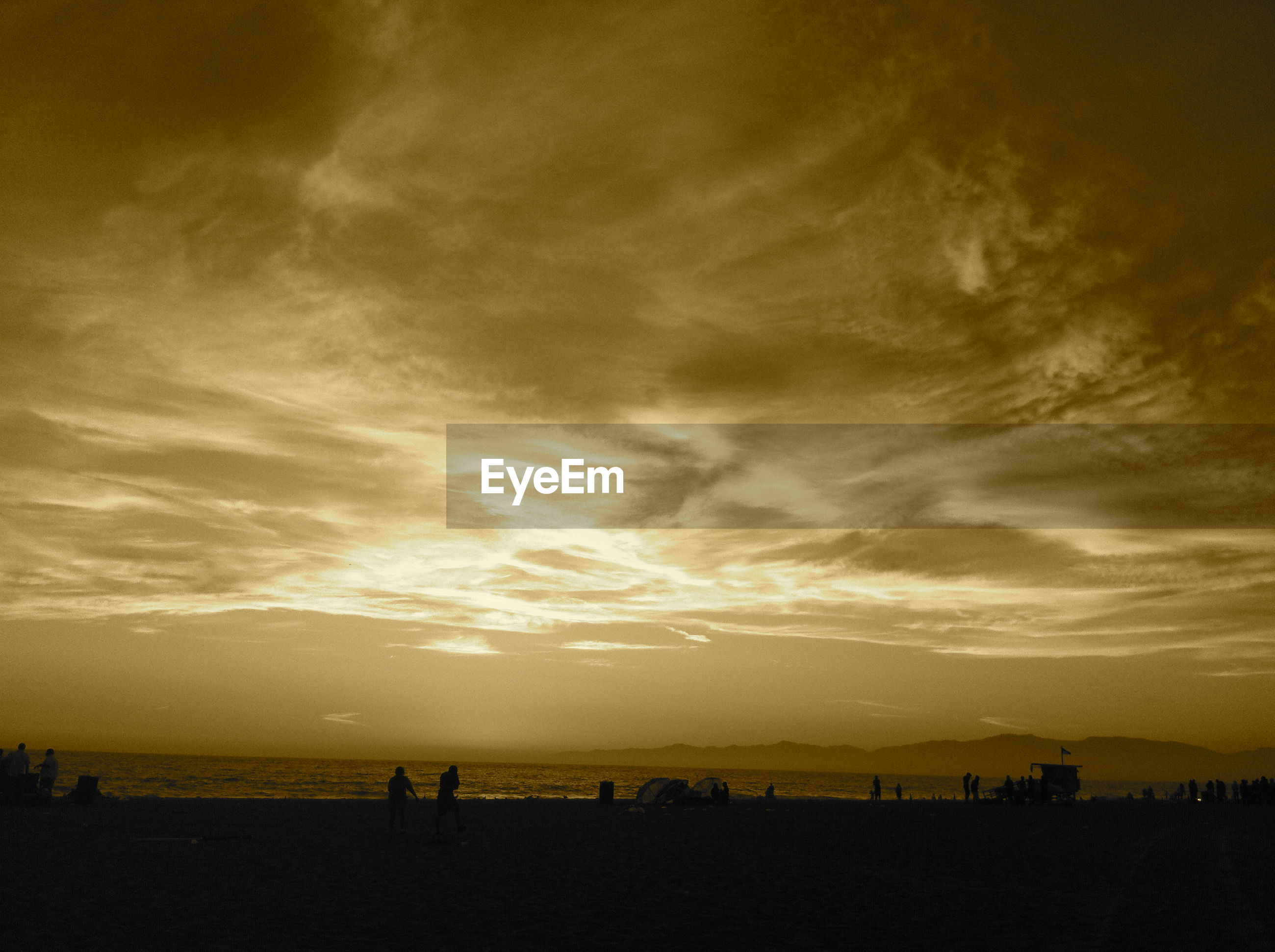 sea, beach, sunset, sky, water, horizon over water, silhouette, scenics, beauty in nature, shore, tranquil scene, cloud - sky, tranquility, nature, idyllic, vacations, sand, leisure activity, lifestyles