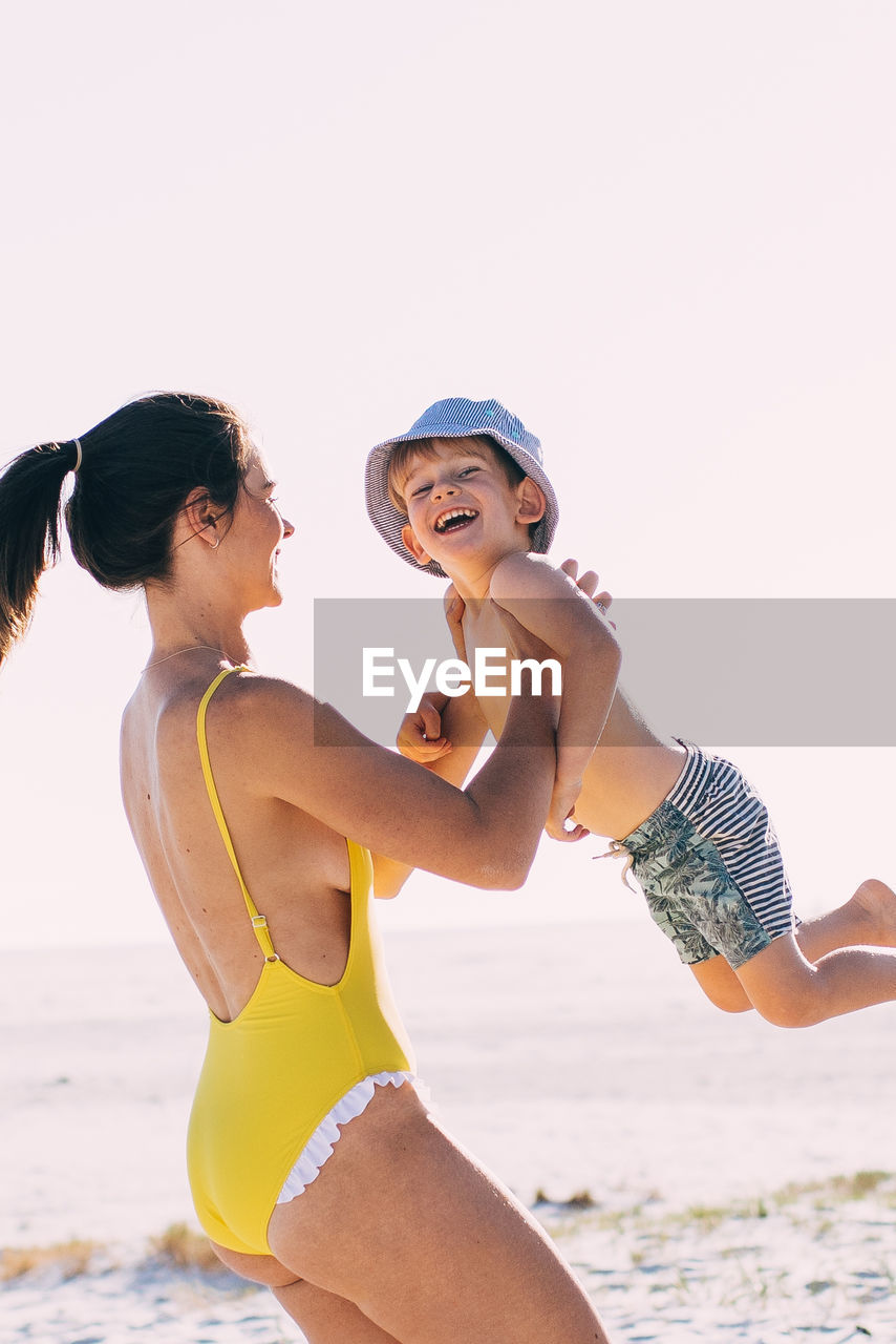 beach, two people, land, togetherness, leisure activity, sky, women, water, clothing, adult, lifestyles, three quarter length, real people, bonding, sea, females, young adult, family, nature, people, outdoors, positive emotion