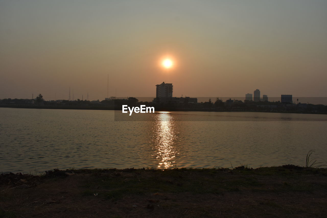 sky, water, building exterior, architecture, built structure, sunset, no people, nature, city, sun, reflection, landscape, outdoors, urban skyline, river, building, tranquility, cityscape, beauty in nature, skyscraper