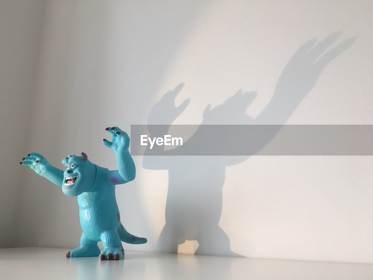 childhood, human representation, shadow, figurine, indoors, fun, playing, two people, boys, lifestyles, full length, day