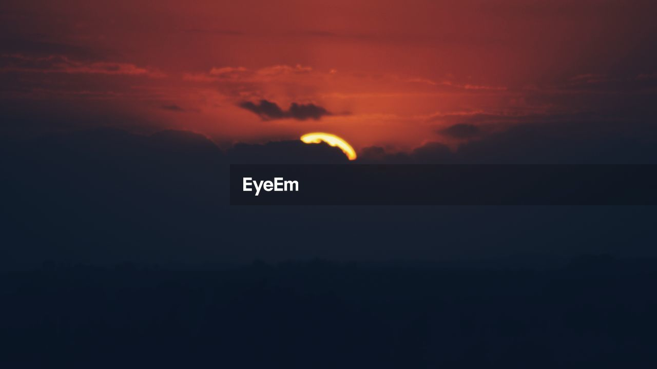 sky, beauty in nature, cloud - sky, scenics - nature, sunset, tranquility, tranquil scene, moon, silhouette, orange color, nature, idyllic, no people, night, space, astronomy, crescent, dark, outdoors, copy space, eclipse, planetary moon