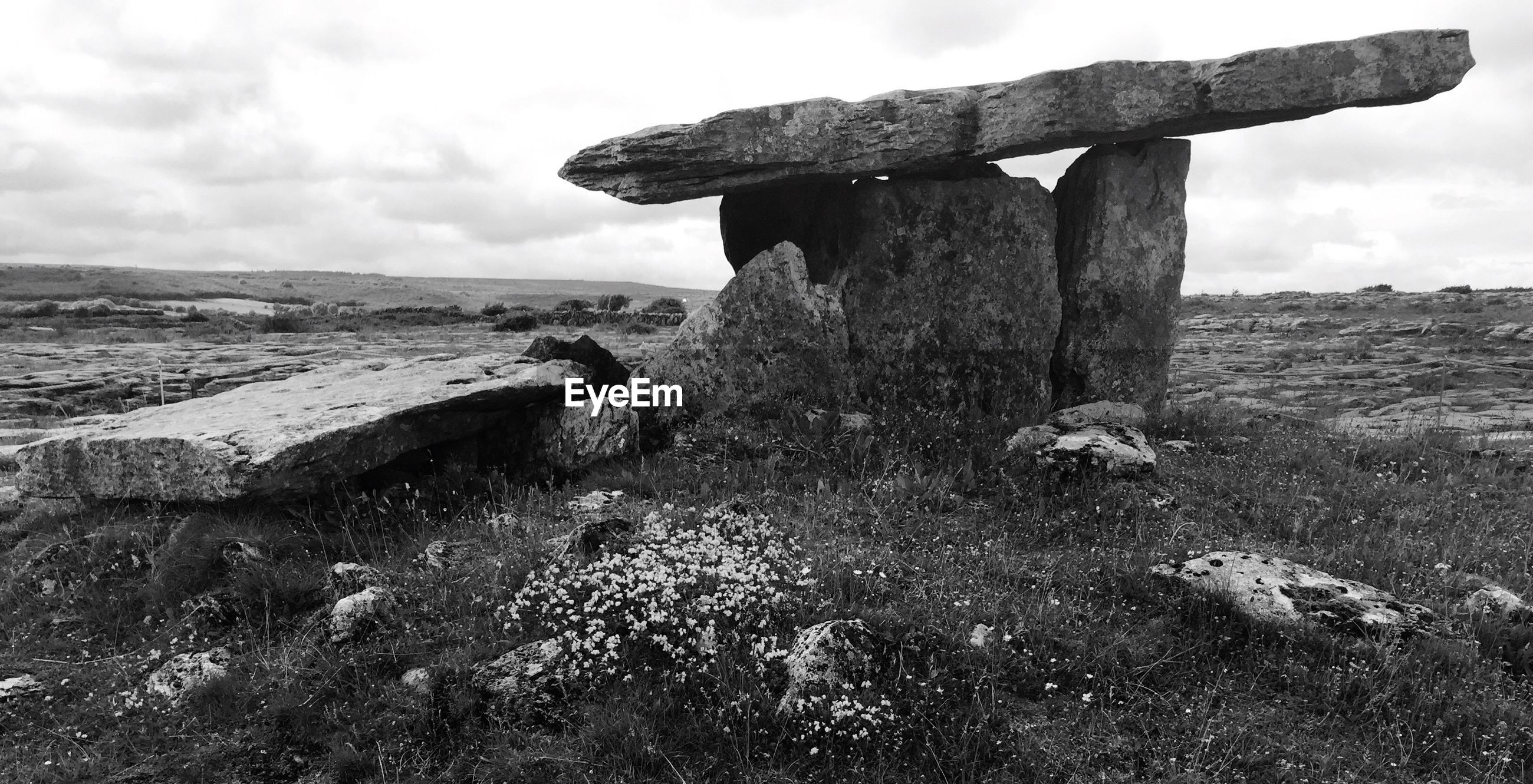 Stone tomb at poulnabrone dolmen against sky