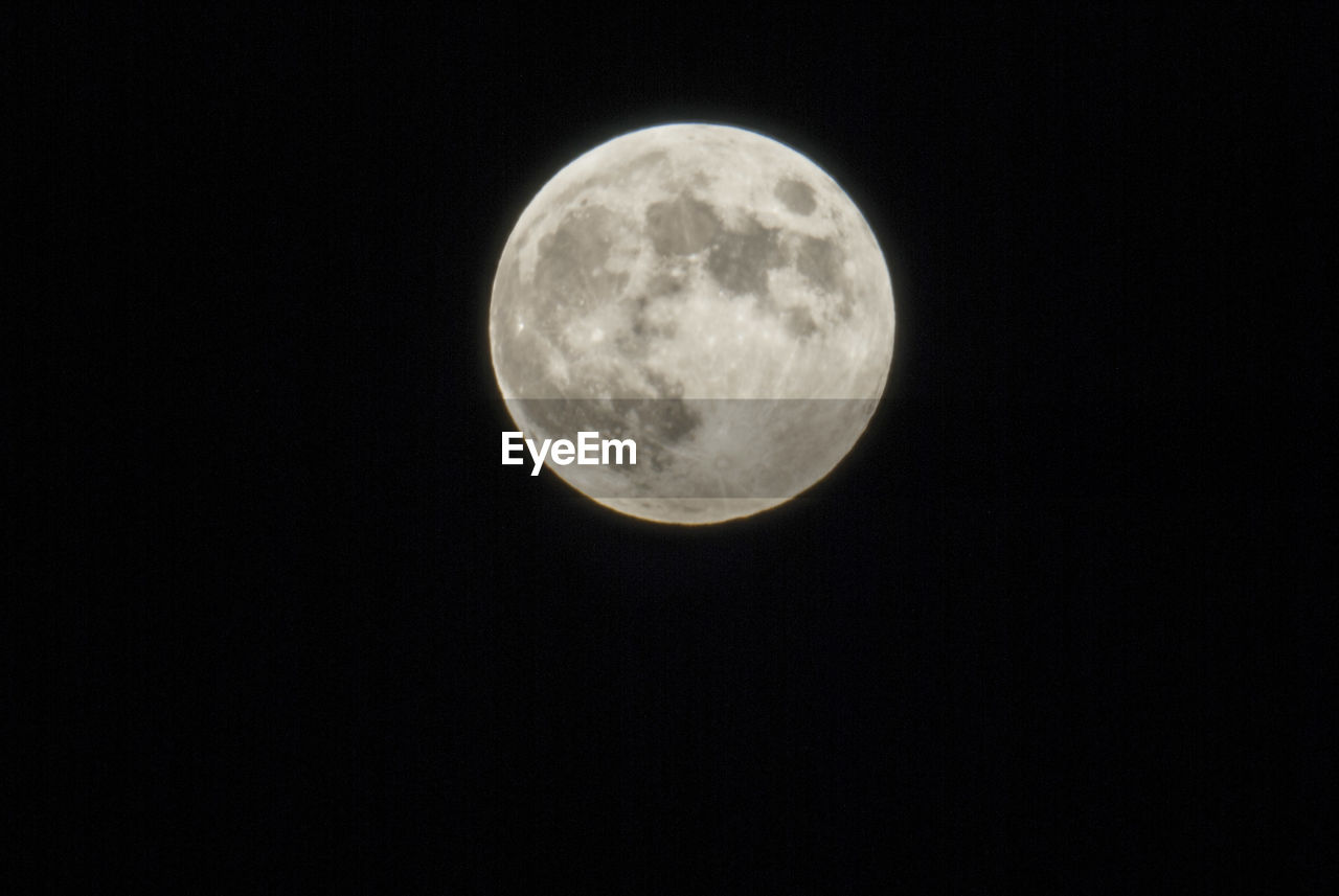 moon, night, astronomy, moon surface, full moon, nature, beauty in nature, planetary moon, copy space, scenics, low angle view, tranquility, no people, tranquil scene, outdoors, clear sky, space exploration, sky, space, half moon, close-up, satellite view