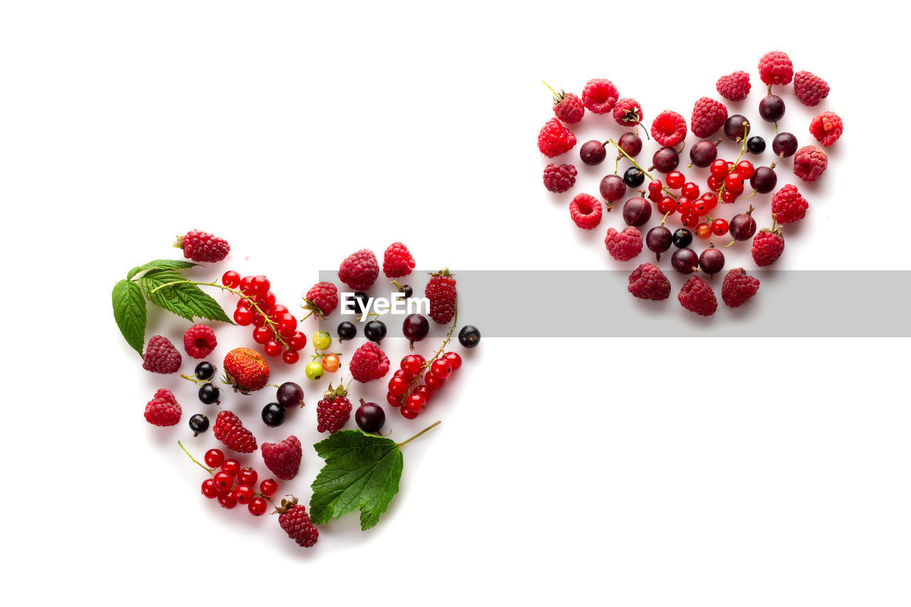 studio shot, fruit, healthy eating, food and drink, food, still life, white background, freshness, wellbeing, berry fruit, indoors, red, high angle view, copy space, large group of objects, no people, close-up, raspberry, cut out, seed