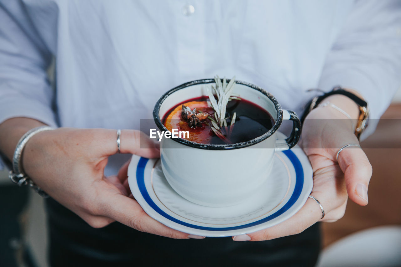 food and drink, one person, holding, midsection, freshness, real people, food, focus on foreground, healthy eating, human hand, hand, wellbeing, front view, lifestyles, indoors, men, close-up, refreshment, adult, preparing food