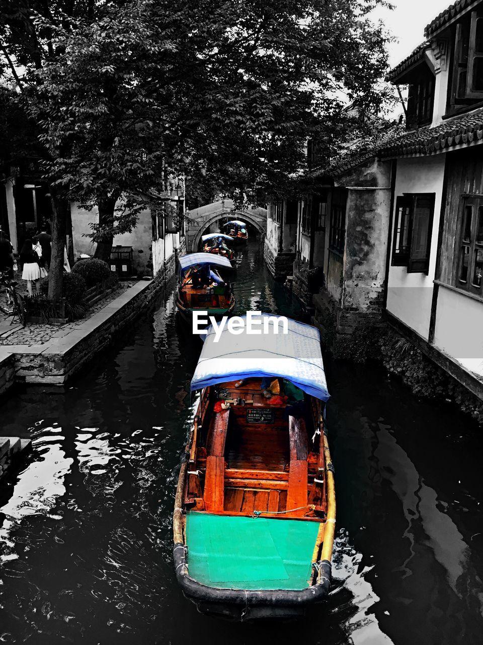 nautical vessel, transportation, mode of transport, water, canal, outdoors, architecture, built structure, building exterior, day, tree, moored, no people, houseboat, nature