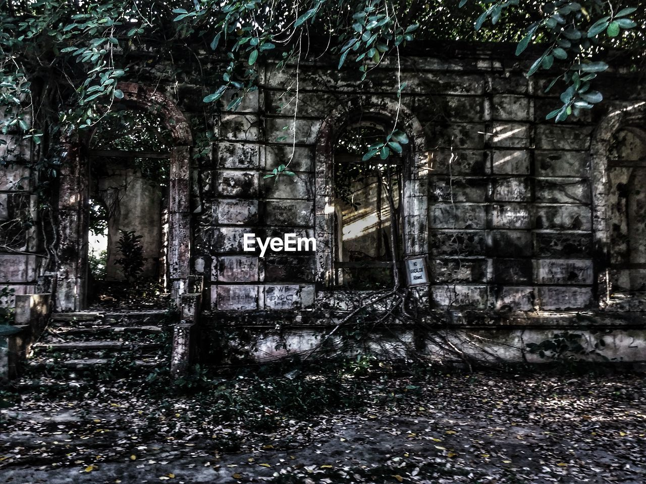 abandoned, damaged, old ruin, destruction, no people, architecture, day, outdoors