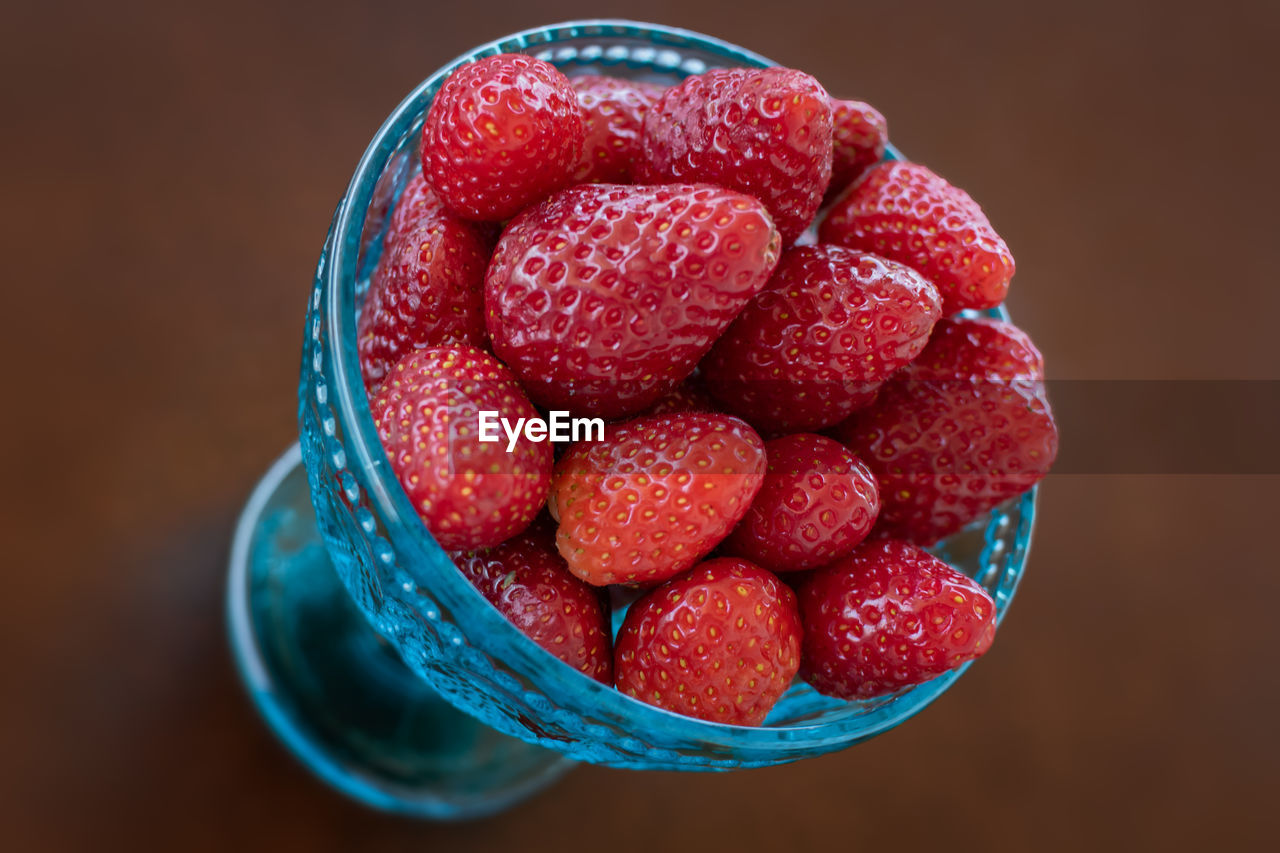 food and drink, berry fruit, food, fruit, red, healthy eating, freshness, wellbeing, still life, indoors, bowl, close-up, strawberry, raspberry, table, directly above, high angle view, no people, large group of objects, focus on foreground, temptation, ripe