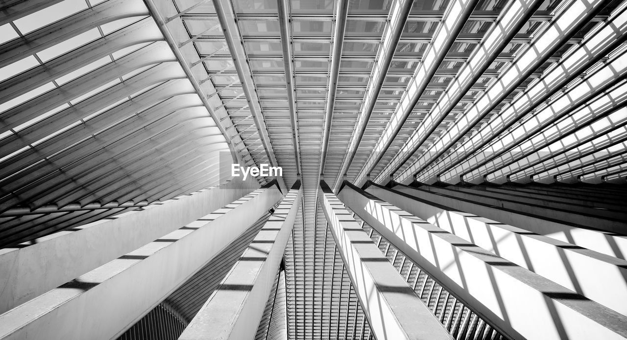 architecture, built structure, pattern, indoors, ceiling, modern, no people, low angle view, architectural feature, full frame, backgrounds, day, metal, roof, building, design, diminishing perspective, repetition, directly below, office building exterior, architecture and art