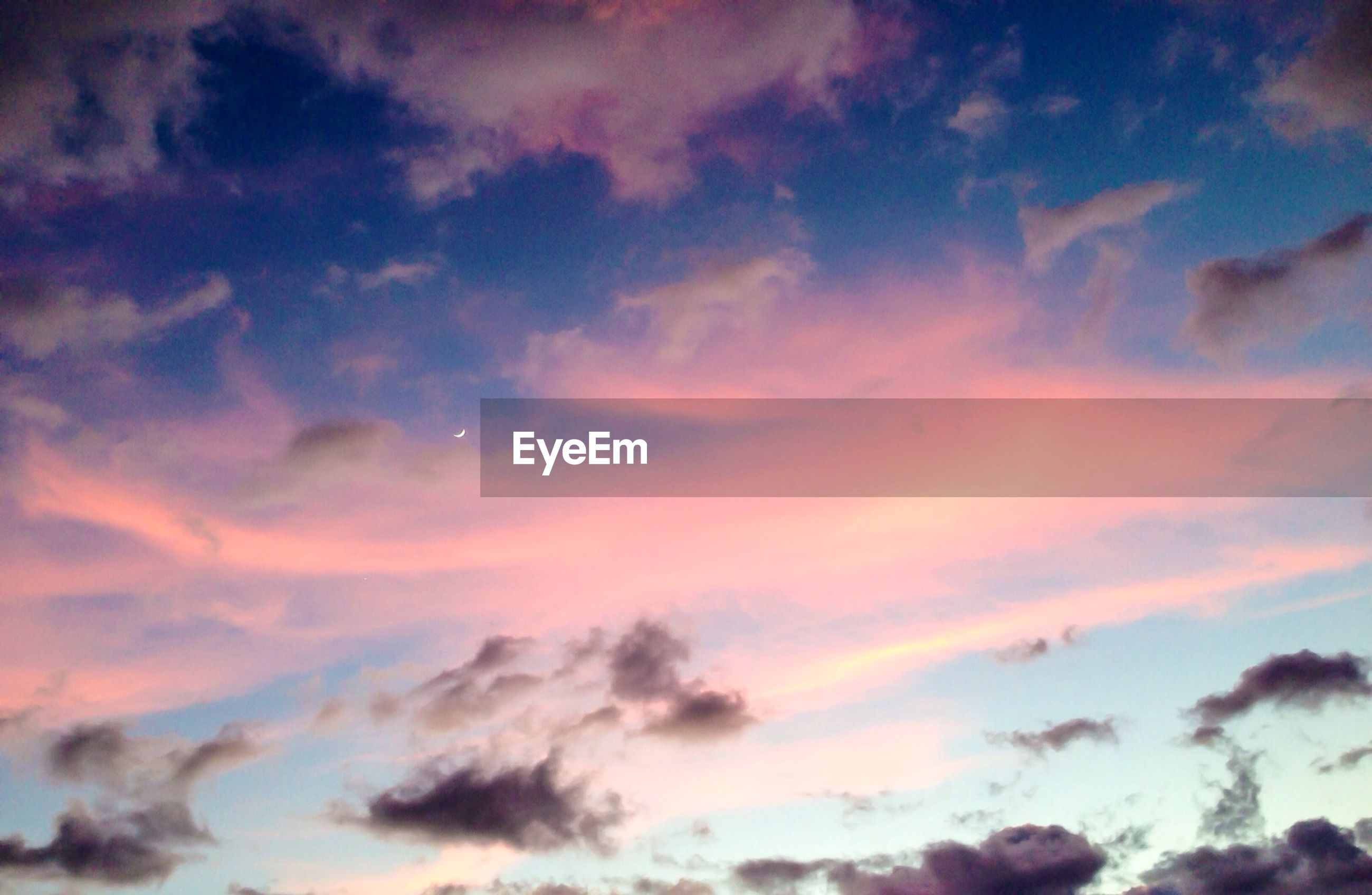 sky, cloud - sky, low angle view, sunset, beauty in nature, cloudy, sky only, tranquility, scenics, nature, backgrounds, cloudscape, tranquil scene, cloud, full frame, orange color, dramatic sky, idyllic, weather, outdoors