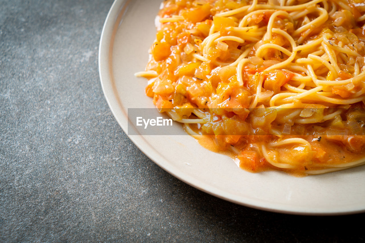 HIGH ANGLE VIEW OF NOODLES WITH MEAT