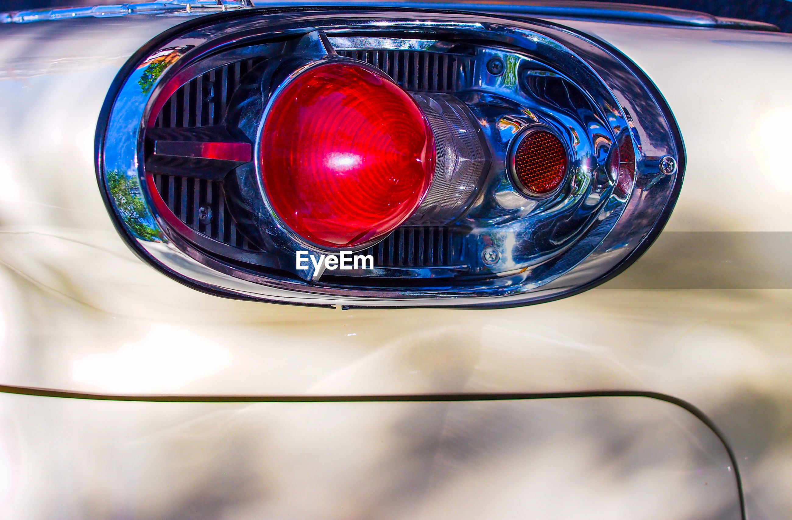 CLOSE-UP OF VINTAGE CAR ON MIRROR