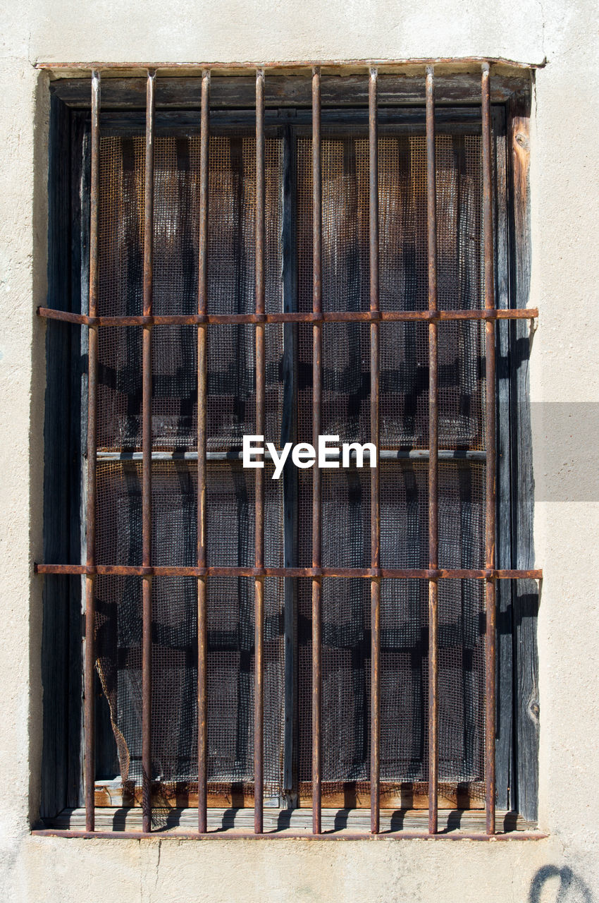 no people, day, wood - material, wall - building feature, architecture, metal, window, built structure, outdoors, old, nature, grate, grid, building, metal grate, close-up, wall, safety, security bar