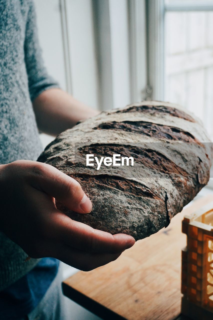 Close-up of man hand holding bread