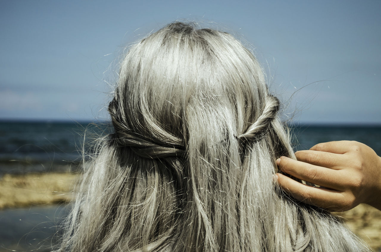hair, hairstyle, women, one person, real people, human hand, long hair, headshot, blond hair, adult, hand, leisure activity, human hair, portrait, focus on foreground, lifestyles, sky, rear view, day, straight hair, finger