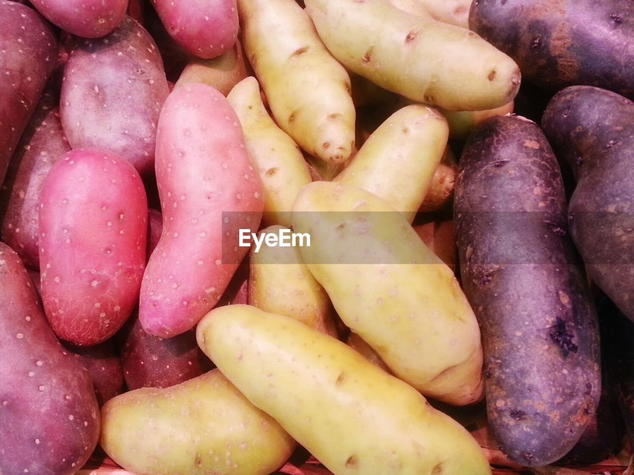 food and drink, food, backgrounds, healthy eating, freshness, full frame, wellbeing, large group of objects, vegetable, still life, abundance, retail, no people, for sale, root vegetable, potato, heap, close-up, market, high angle view, organic, retail display, purple