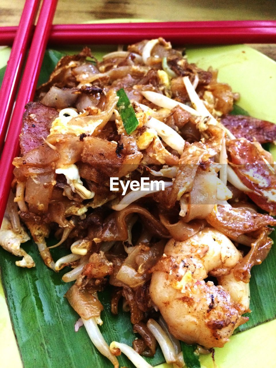 Close-up of fresh char kway teow in plate