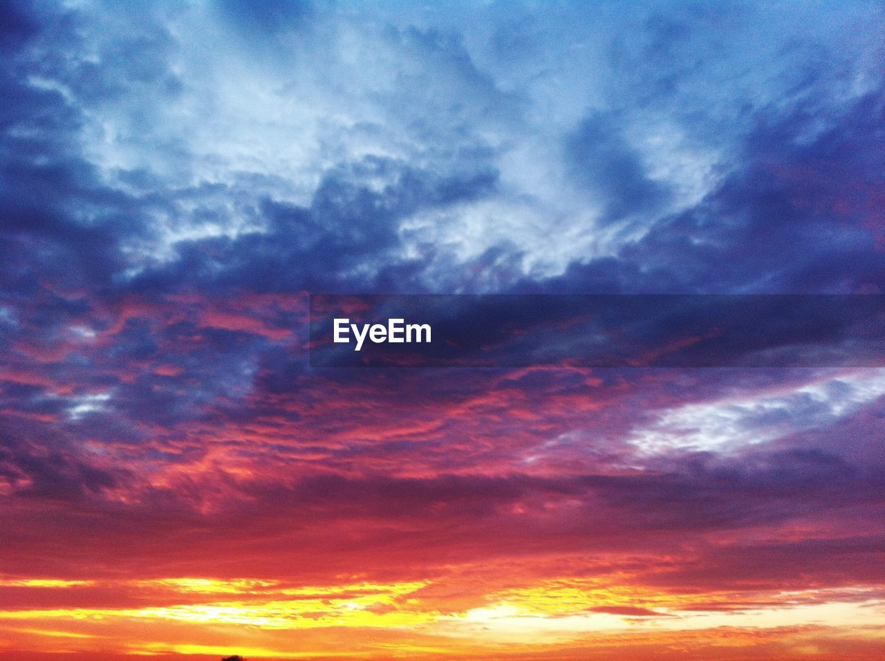 cloud - sky, sky, sunset, beauty in nature, scenics - nature, tranquility, dramatic sky, tranquil scene, orange color, idyllic, nature, cloudscape, low angle view, no people, backgrounds, outdoors, full frame, storm, majestic, meteorology, purple, romantic sky, ominous
