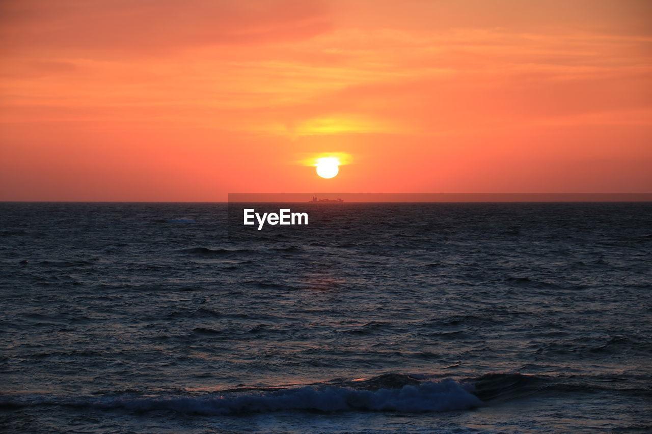 sky, sunset, scenics - nature, beauty in nature, orange color, sea, water, horizon over water, sun, horizon, tranquil scene, tranquility, idyllic, waterfront, nature, no people, cloud - sky, non-urban scene, outdoors, romantic sky