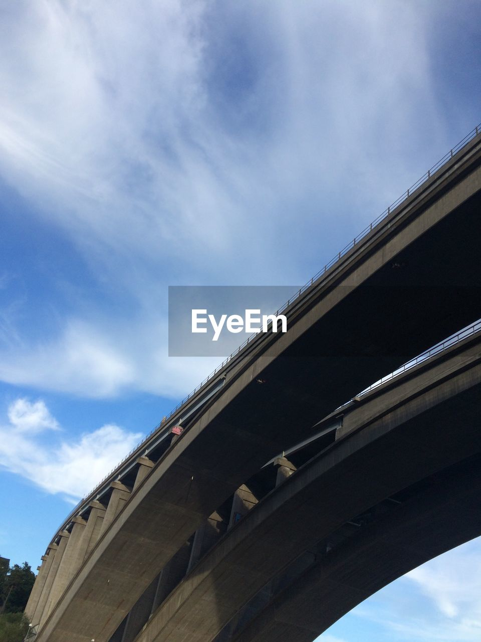 sky, cloud - sky, low angle view, architecture, built structure, day, nature, no people, bridge, building exterior, connection, outdoors, bridge - man made structure, transportation, blue, arch, city, building, sunlight, travel, overpass, concrete