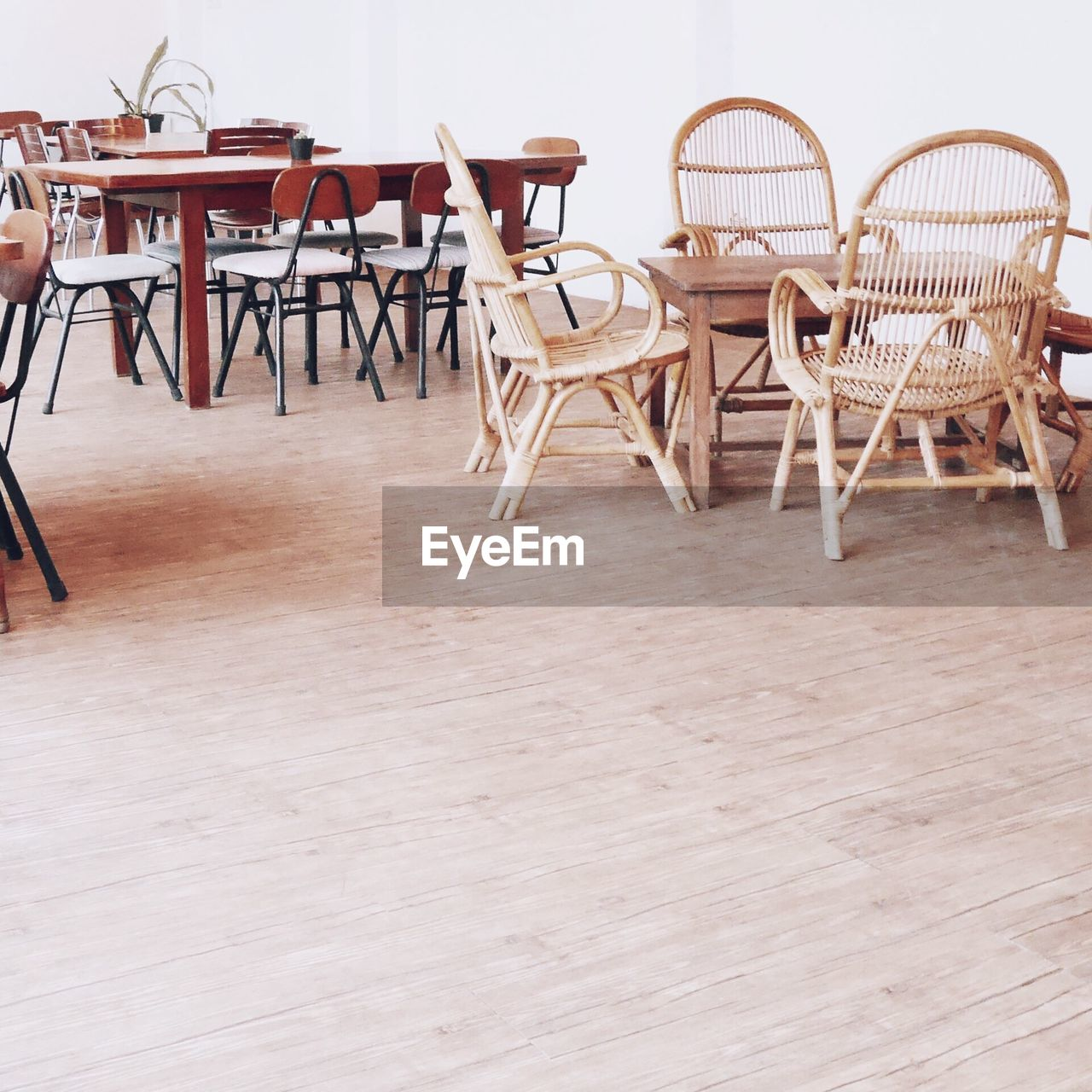 seat, chair, table, wood - material, furniture, no people, absence, indoors, empty, flooring, wood, cafe, day, hardwood floor, brown, basket, wicker, restaurant, nature, architecture, setting