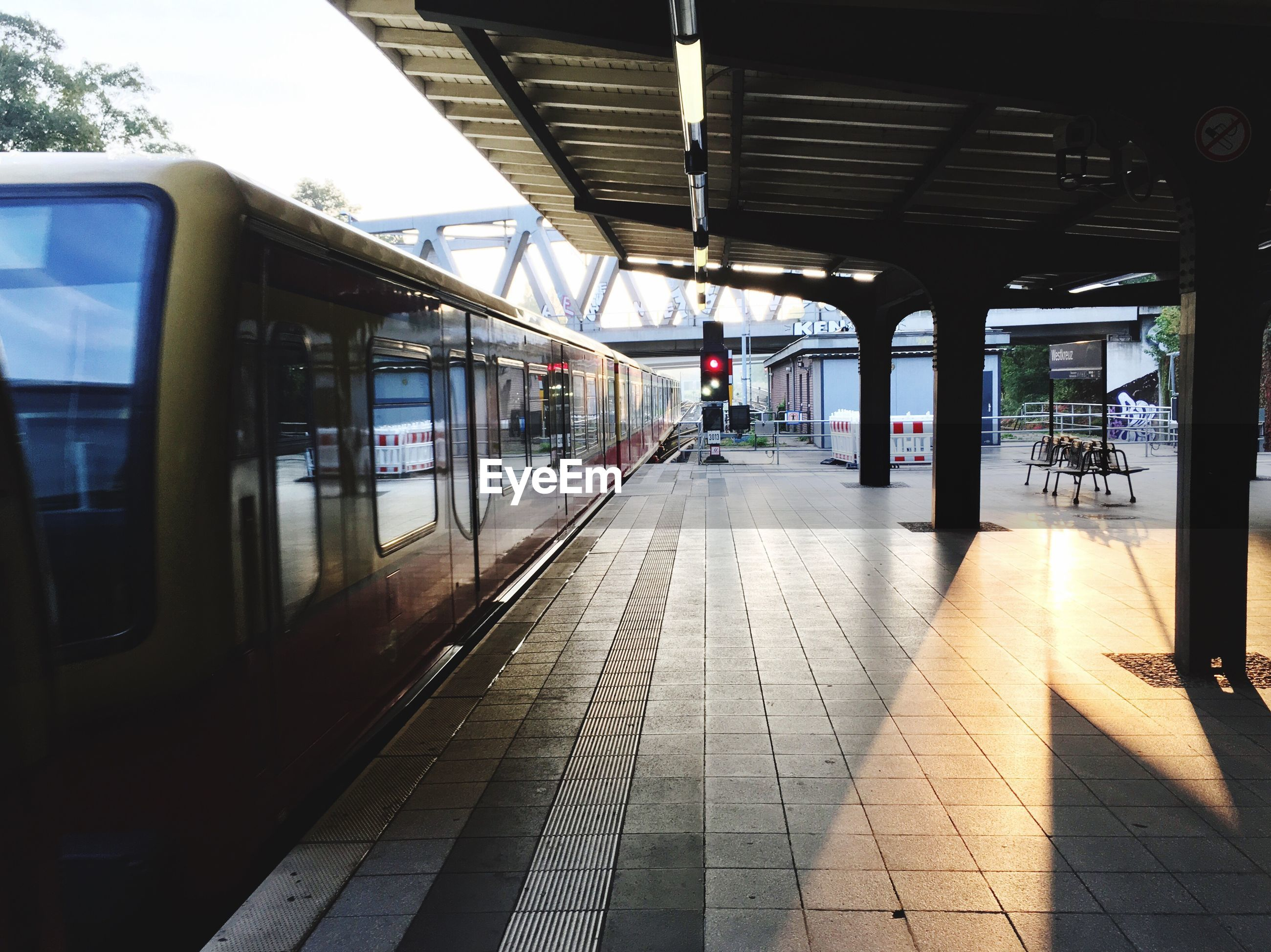 transportation, public transportation, railroad station platform, rail transportation, railroad station, the way forward, indoors, day, no people, architecture